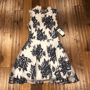 Brand new Dress size 5 / perfect condition